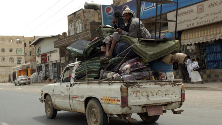 Yemenis fleeing Sanaa in a pick-up truck loaded with personal belongings (photo: AFP/Getty Images/M. Huwais)