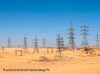 Power masts in Egypt near the Aswan Dam (photo: picture-alliance/Hackenberg-Ph)