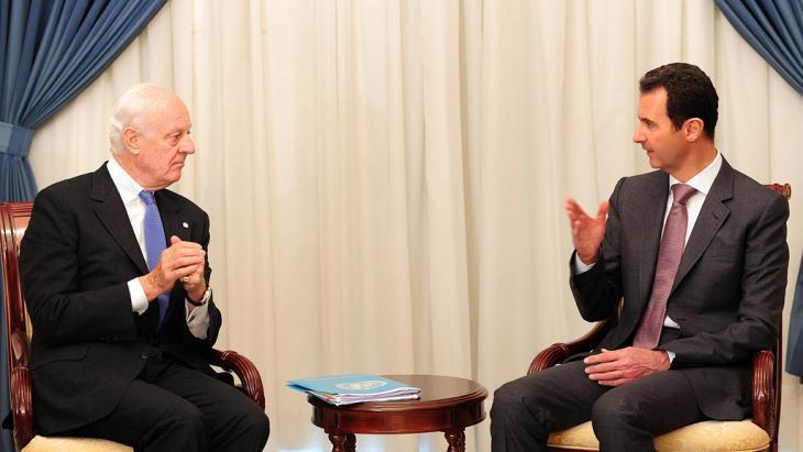 Staffan de Mistura (left) and Bashar al-Assad (photo: picture-alliance/dpa)