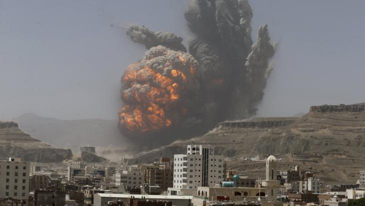 A Saudi airstrike on Houthi positions in Yemen (photo: Reuters/K. Abdulah)