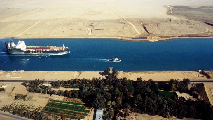 The Suez Canal (photo: imago/CHROMORANGE)