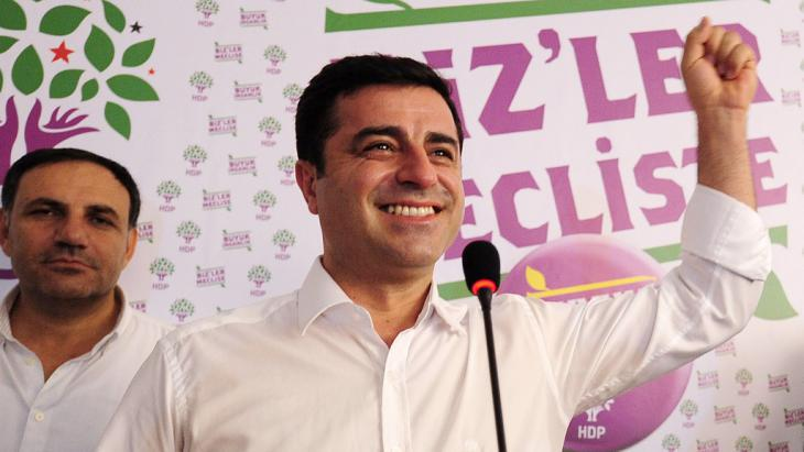 Opposition leader Selahattin Demirtas of the HDP on the day of the election (photo: Getty Images/AFP/O. Kose)