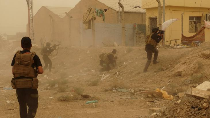 Iraqi security forces battling for Ramadi (photo: Reuters)