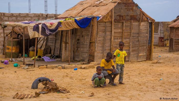 Children in a shanty town on the outskirts of Nouakchott (photo: Robert Asher)