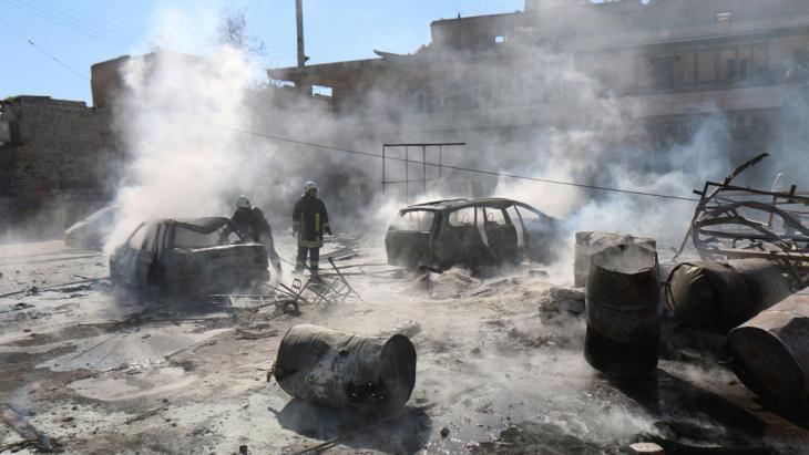 Scene of destruction in Aleppo after Assad fighter jets dropped barrel bombs (photo: Z. Al-Rifai/AFP/Getty Images)