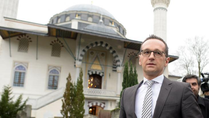 German Justice Minister Heiko Maas (SPD) visiting the Sehitlik Mosque in Berlin on 09.01.2015 (photo: picture-alliance/dpa/Rainer Jensen)