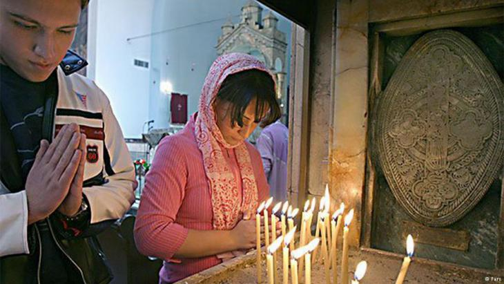 Christians in prayer in Iran (photo: Fars)