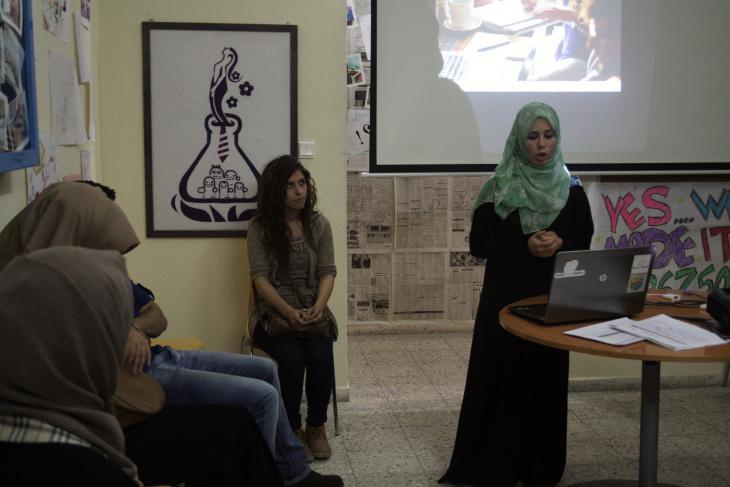 Amal al-Jarousha during a presentation of her start-up Dietii (photo: Ylenia Gostoli)