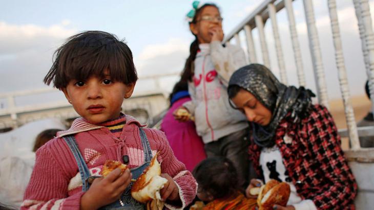 Syrian refugees near Suruc, Turkey (photo: Reuters/Murad Sezer)
