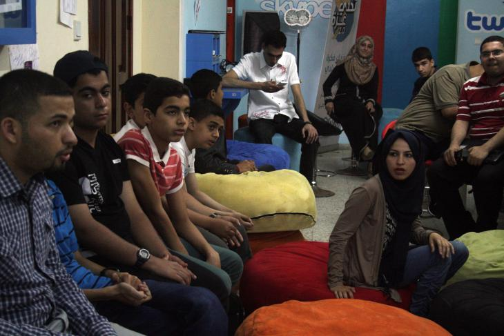 Young people listen to a presentation at the Gaza Sky Geeks co-working space (photo: Ylenia Gostoli)