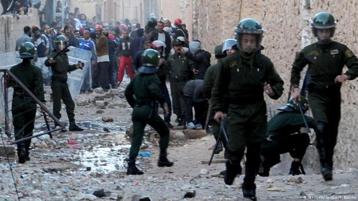 Algerian police officers in Ghardaia (photo: AFP/Getty Images/F. Batiche)