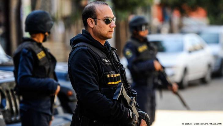 Members of the Egyptian security forces in Cairo (photo: picture-alliance/ABACAPRESS.COM)