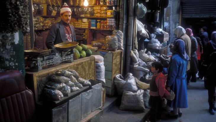 A stall in the Hamidiya souk in the old part of Damascus (photo: R. Hayo)