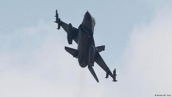 Ein türkischer F-16 steigt zu einem Einsatz in die Luft. Foto: Reuters / M. Sezer