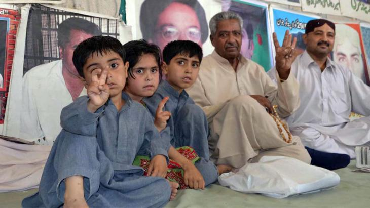 A family from the province of Balochistan protesting against the Pakistani government in Islamabad (photo: DW/A. Ghani Kakar)