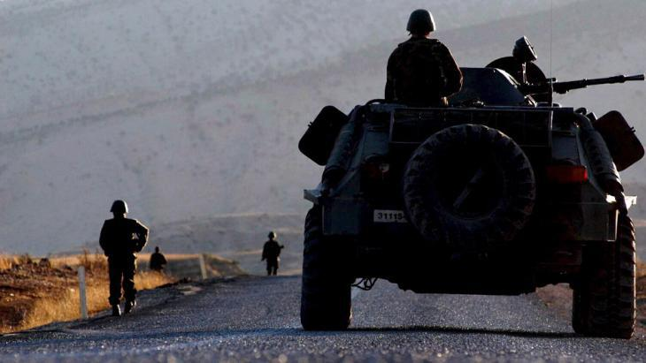 A Turkish army unit during an operation in the Turkish province of Sirnak (photo: picture-alliance/dpa)