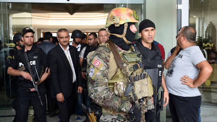 Members of the Tunisian security forces after the attack in Sousse (photo: Getty Images/AFP/Fethi Belaid)
