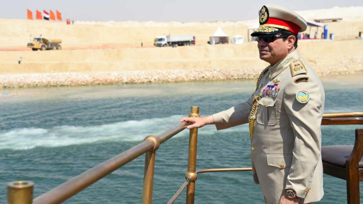 Egyptian President Abdel Fattah al-Sisi stands in a boat on the Suez Canal as he attends the celebration of an extension of the Suez Canal in Ismailia, 6 August 2015 (photo: Reuters/The Egyptian Presidency)