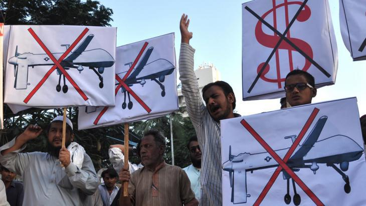 Protests in Pakistan against the deployment of drones (photo: picture-alliance/dpa)