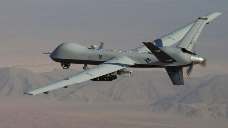 An MQ-9 Reaper armed with GBU-12 Paveway II laser guided munitions and AGM-114 Hellfire missiles during a combat mission over southern Afghanistan (photo: picture-alliance/AP/Air Force/L. Pratt)