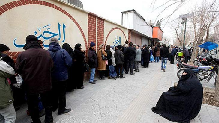 People queuing for subsidised food in Tehran (photo: Mehr)