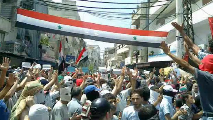 Screen grab of a video of a demonstration in Latakia, Syria, 8 August 2011 (photo: picture-alliance/dpa/Shaam New Network)