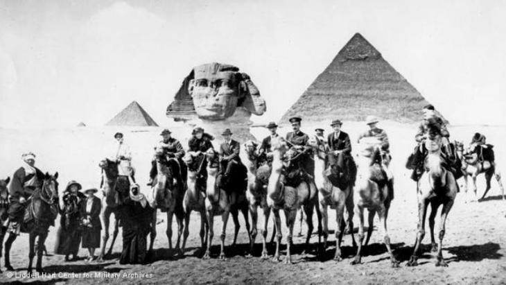 The British delegation in Cairo visiting the pyramids at Giza on 20 March 1921 (photo: Liddell Hart Centre for Military Archives, King's College, London)