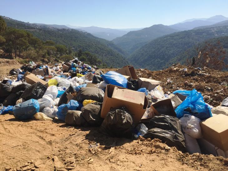Unauthorised rubbish dump near Beirut (photo: Karim El-Gawhary)