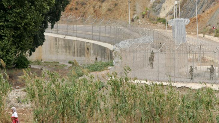 Spanish/Moroccan border at Ceuta (photo: picture-alliance/dpa)