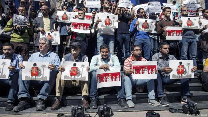 Journalists in Cairo demonstrate against the new anti-terror laws (photo: Getty Images/AFP)