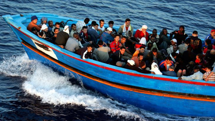 Refugee boat (photo: Getty Images/M. Di Lauro)