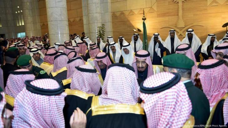 Saudi men (photo: picture-alliance/EPA/Saudi Press Agency)