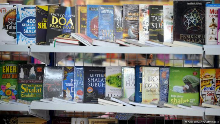 Top trends in Indonesia: religious books, comics and pop novels (photo: AFP/Getty Images)