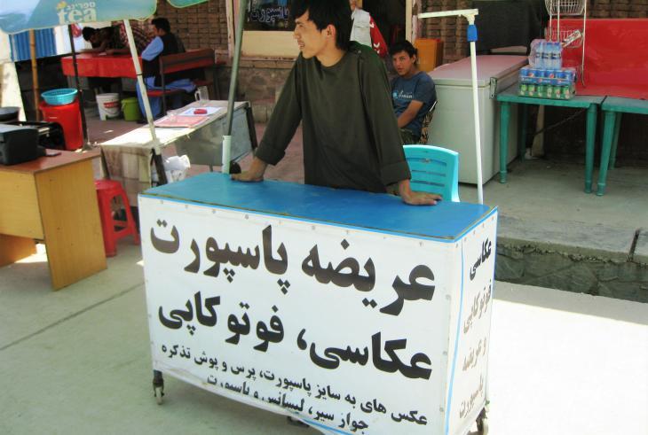 Near to Kabul's passport office, Reza offers passport photos and photocopies (photo: Emran Feroz)