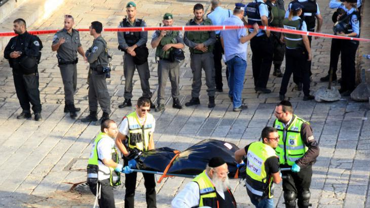 Attacker shot by Israeli security forces at the Damascus Gate leading to Jerusalem′s Old City (photo: picture-alliance/ZUMA Press/M. Abu Turk)