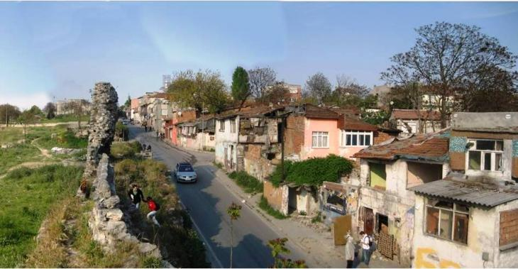 Roma quarter Sulukule (photo: Wikipedia)