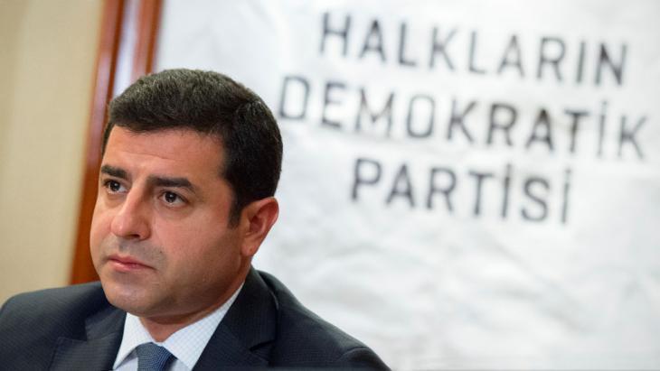 The co-chairman of the pro-Kurdish party Halklarin Demokratik Partisi (HDP), Selahattin Demirtas (photo: picture-alliance/dpa/D. Rheinhardt)