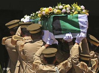 Burial of Mahmoud Darwish in Ramallah (photo: AP)
