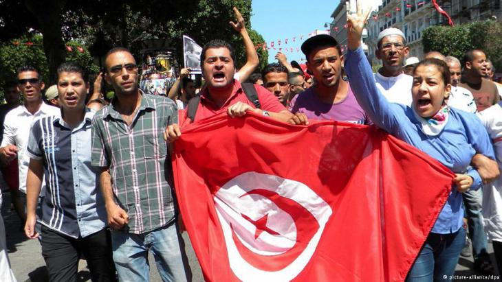 Protests following the murder of Chokri Belaids in Tunis (photo: dpa/picture-alliance)