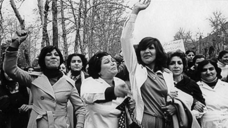 Iranian women in Tehran demonstrating against the Islamic clothing (hijab) legislation passed under Ayatollah Khomeini in 1979 (photo: Deutsche Welle)