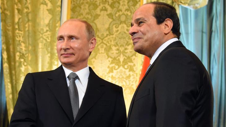 Kremlchef Putin (l.) und Ägyptens Präsident Abdelfattah al-Sisi; Foto: picture-alliance/dpa/APA