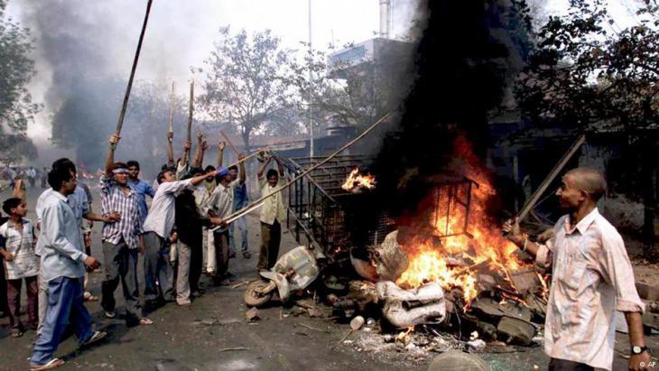 Pogrom in Gujarat 2002 (photo: AP)