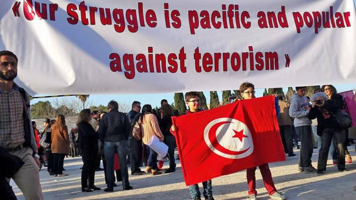 Banner during a solidarity demonstration in front of the Bardo Museum following the terrorist attack in March 2015 in Tunisia (photo: Sarah Mersch)