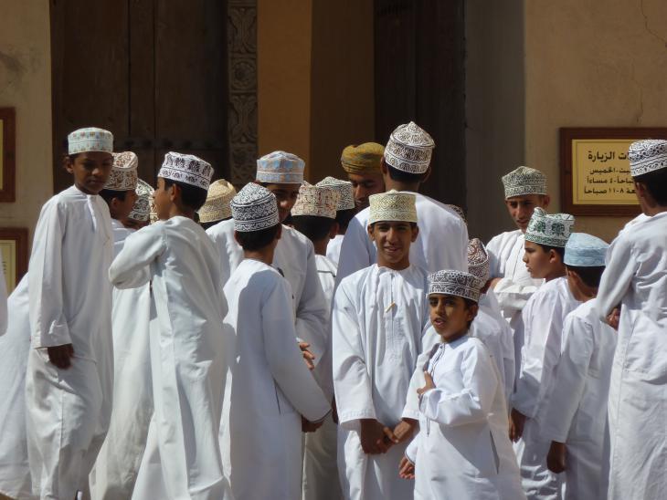 Omani schoolboys in Nizwa (photo: Anne Allmeling)