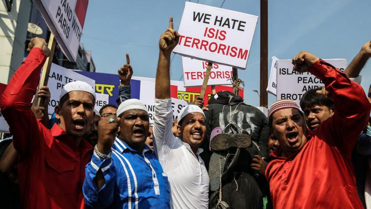 Indian Muslims protest against terrorism (photo: picture-alliance/F. Khan)