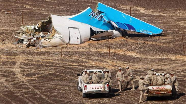 Wreckage of the Russian passenger jet which crashed in the Sinai (photo: imago/ITAR-TASS)