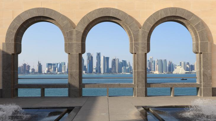 The skyline of Doha from I.M. Pei′s Museum of Islamic Art in Qatar (photo: fotolia/philipus)
