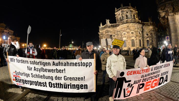 PEGIDA supporters in Dresden (photo: picture-alliance/dpa/Arno Burgi)