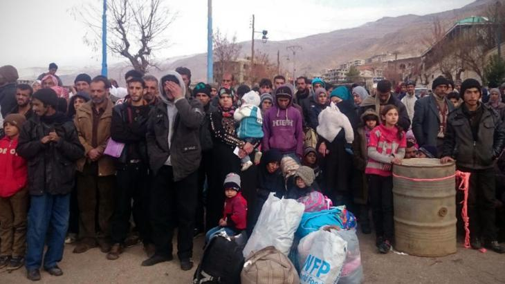 Madaya residents wait for the arrival of the international aid convoys (photo: Getty Images/AFP/Stringer)