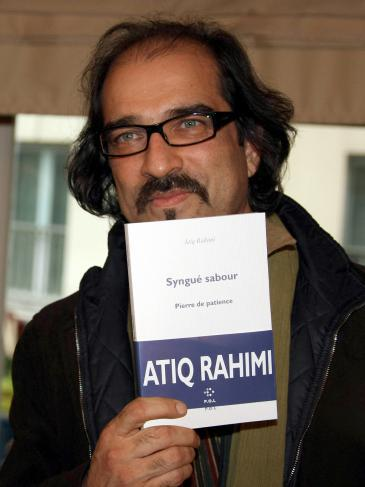 Atiq Rahimi presents his book ″The Patience Stone ″ which won the Prix Goncourt in 2008 (photo: dpa/picture-alliance)